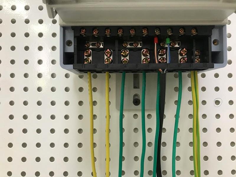 三相四线互感式接线